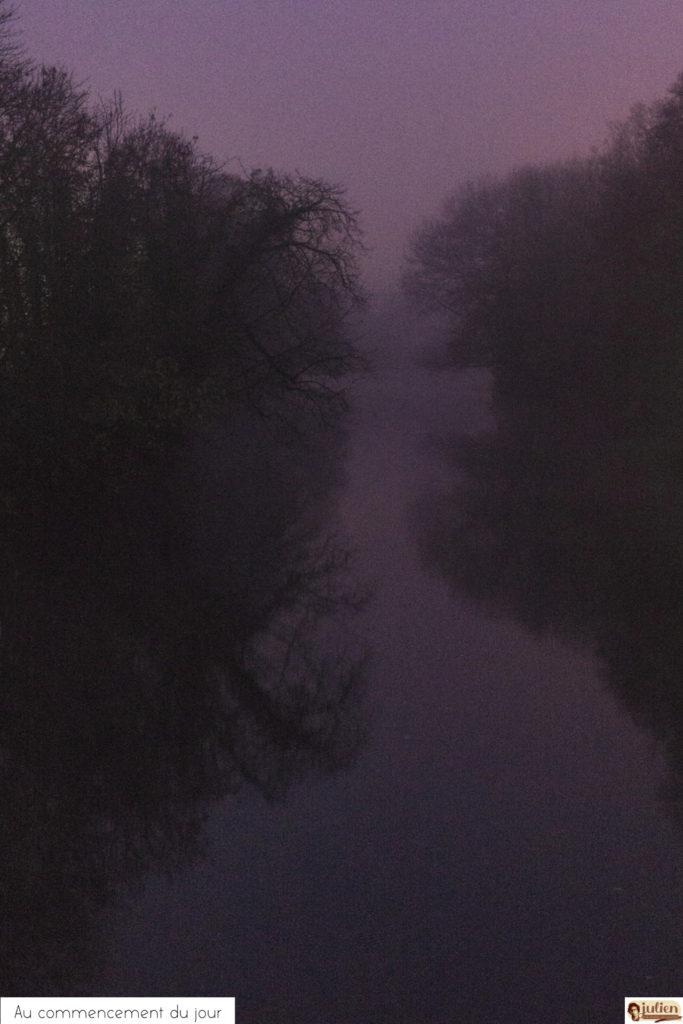 Au commencement du jour de Julien Robert 2020. Photo du Canal Saint-Martin à Châlons-en-Champagne, au levée du jour.