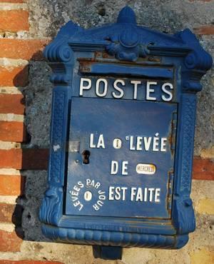 Boîte aux lettres au XIXe siècle (Collection SHCB).