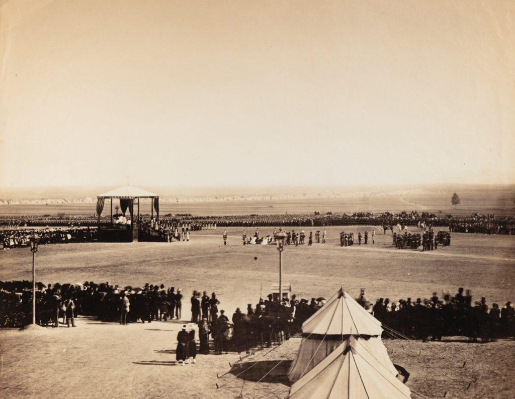 Inauguration du camp de Châlons en 1857 par Gustave Le Gray, sur Julien et le Champ des possibles, Julien Robert photographe